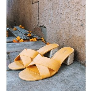 🚨END OF SUMMER SALE// Yellow suede Sandal